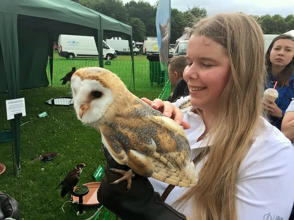 Kirsty holding an owl